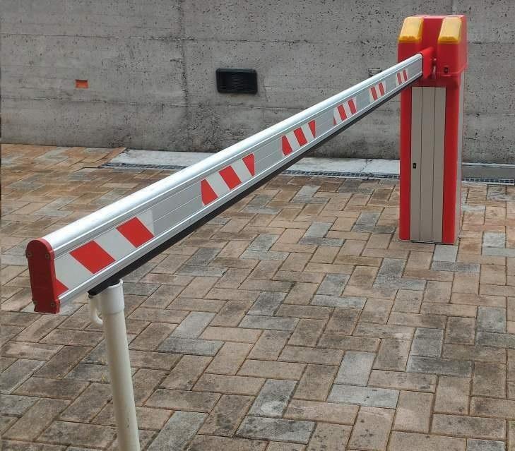 Sbarra di accesso condominiale installata a Vergiate Varese