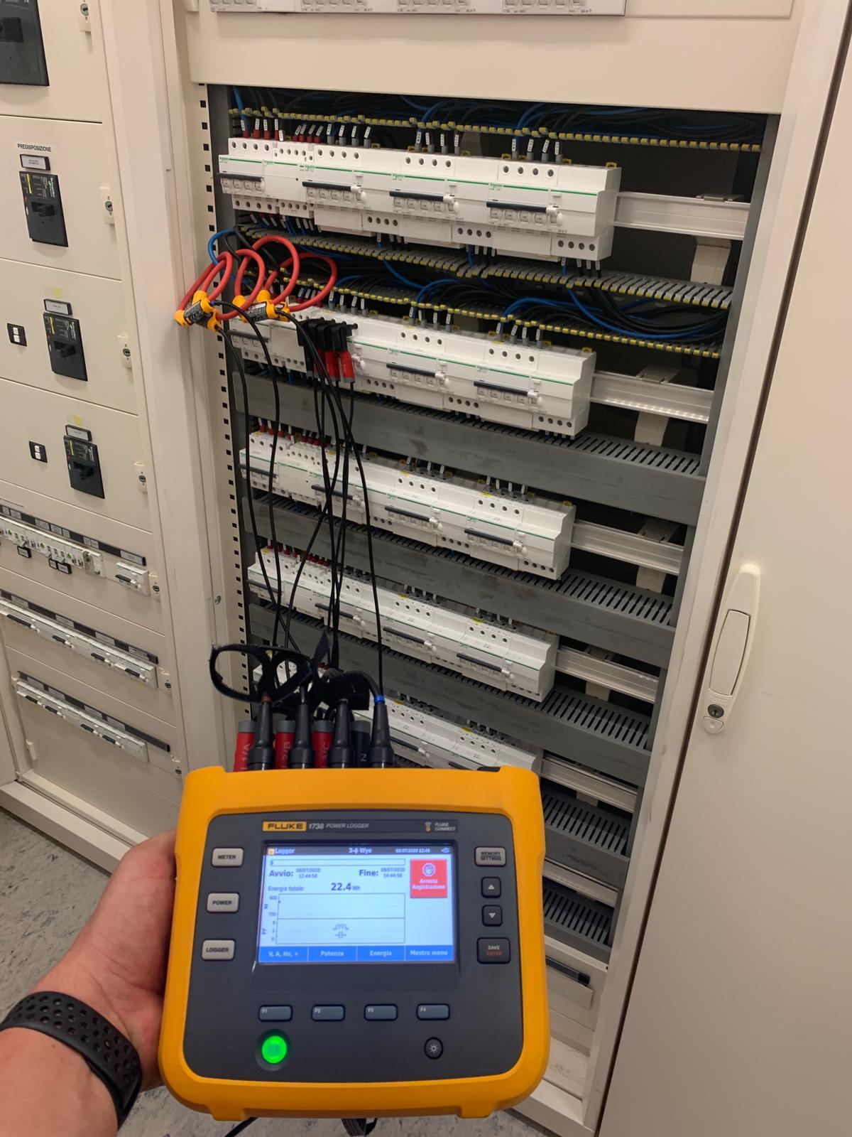 manutenzione preventiva impianto elettrico di un negozio a Milano
